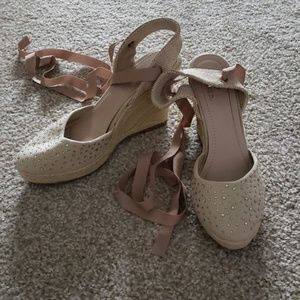 Beige lace up wedge with sparkle size 11